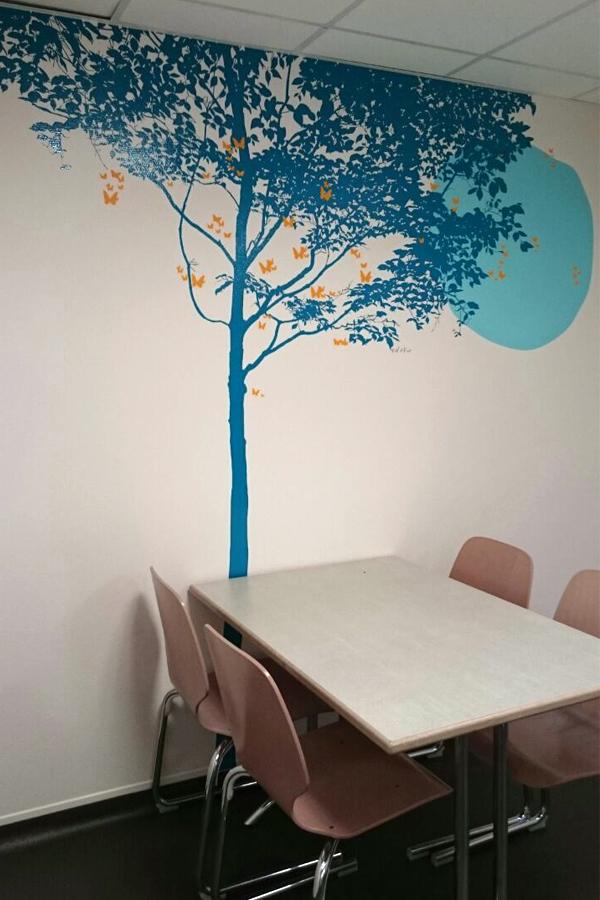 Design mural pour le salon d'attente du centre Henri Becquerel