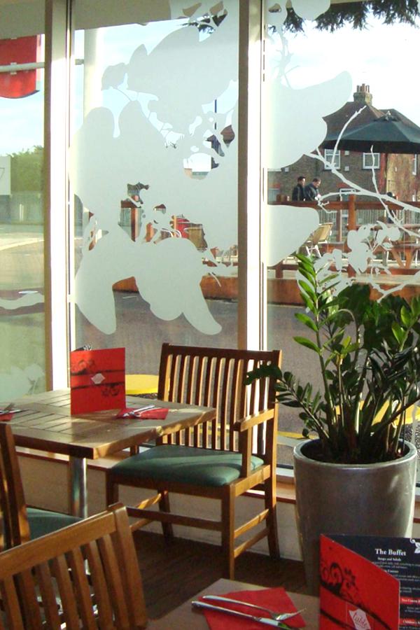 Hôtel Ibis Heathrow - Design mural semi-mesure - Vitrophanie